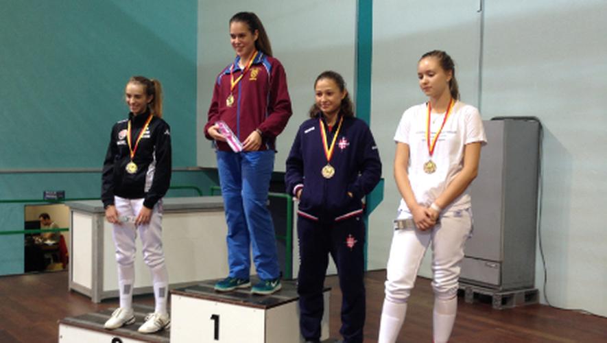 Pour sa première finale internationale, la jeune Aveyronnaise Maenel Roger n'a finalement cédé que de deux touches face à l'Italienne Lavenia Barardeli.