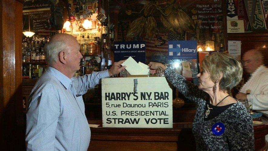 """Le Harry's New York Bar, institution parisienne depuis 1911, a lancé le 5 octobre 2016 son traditionnel """"vote blanc"""" pour la présidentielle américaine du 8 novembre"""