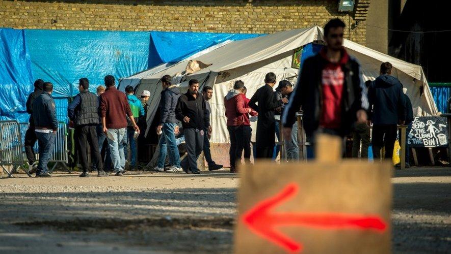 Des Kurdes irakiens dans le camp de Grande-Synthe (Nord), le 4 octobre 2016