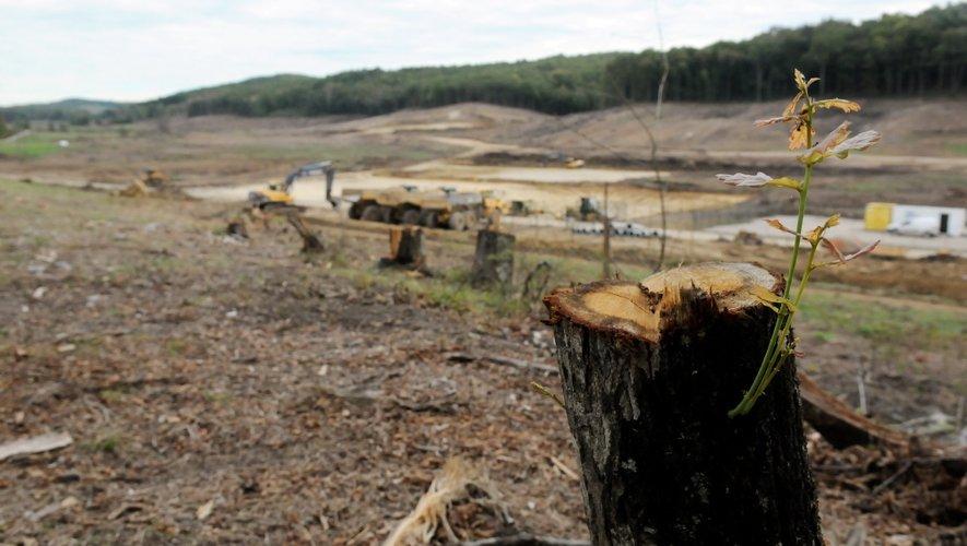 """Selon la Commission """" les autorités françaises ont lancé le projet nonobstant la détérioration de l'état écologique de la masse d'eau qu'il est susceptible d'entraîner""""."""