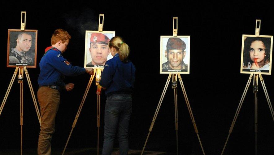 Les portraits de quatre victimes de Mohamed Merah sont disposés lors d'une cérémonie d'hommage, le 19 mars 2012 à Toulouse