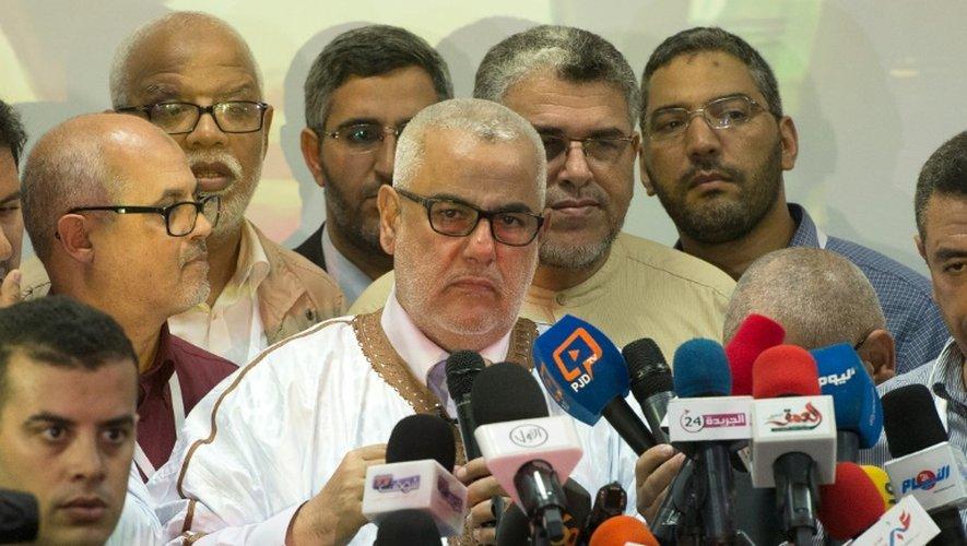 Le Premier ministre marocain, et secrétaire général du parti islamiste PJD, Abdelilah Benkirane (C), le 8 octobre 2016 à Rabat