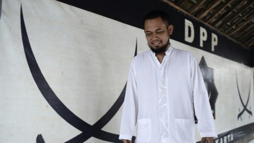 Un membre du Front du jihad islamique, qui s'en est pris à l'école islamique pour transgenres à Yogyakarta, en Indonésie, le 9 mai 2016