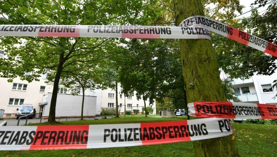 La police sécurise un quartier résidentiel de Chemnitz, le 9 octobre 2016, lors de la poursuite de Jaber Albakr, un fugitif syrien soupçonné de préparer un attentat.