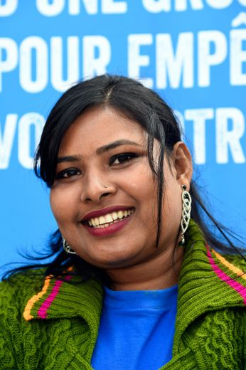 Radha Rani porte-parole de l'ONG Plan international, devant le Cirque d'Hiver à Paris le 10 octobre 2016 à la veille de la Journée internationale de la fille de l'ONU