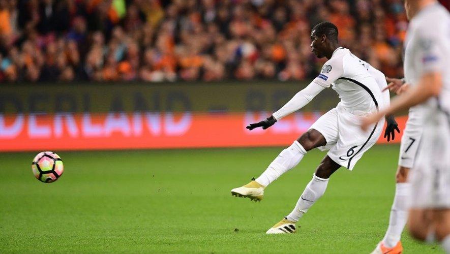 Paul Pogba inscrit d'une frappe puissante le but des Bleus face aux Pays-Bas à Amsterdam, le 10 octobre 2016