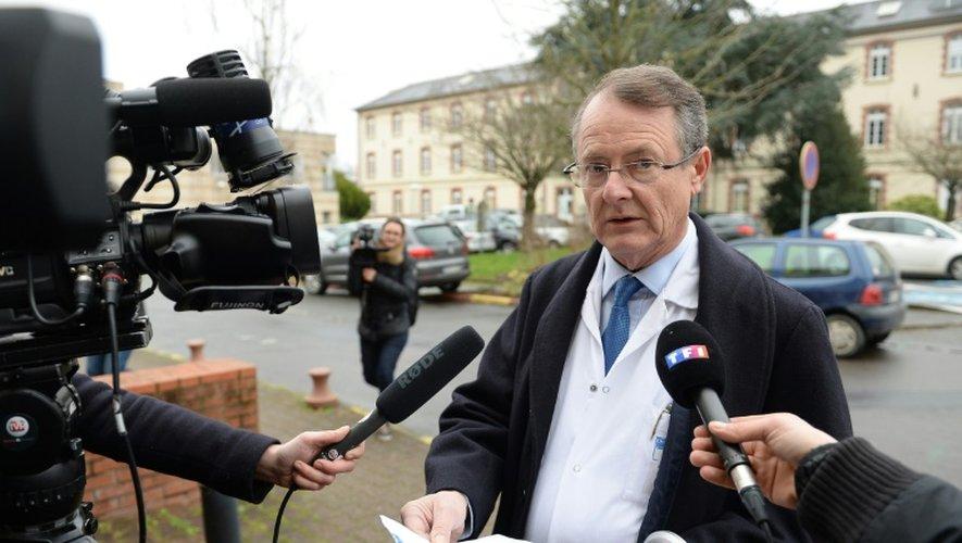 Gilles Brassier, président du comité médical de l'université de Rennes, face aux journalistes le 18 janvier 2016 à Rennes au lendemain de l'essai clinique mortel