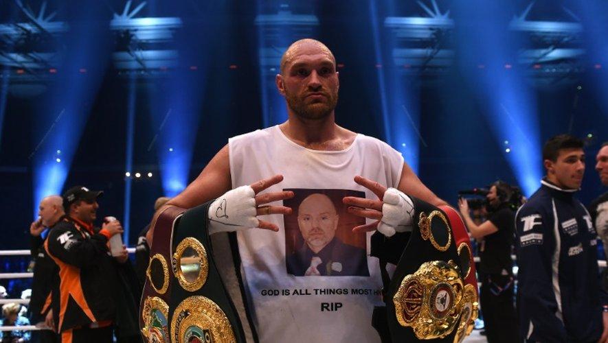 L'Anglais Tyson Fury détenteur des ceintures WBA, IBF, WBO, IBO des Lourds après sa victoire sur Vladimir Klitschko à Düsseldorf, le 28 novembre 2015