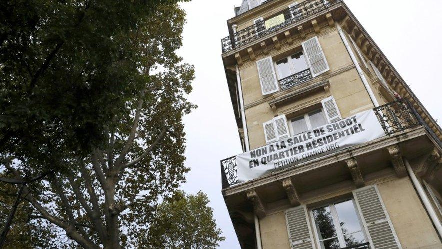 """Une bannière de riverains opposés à la """"salle de shoot"""" de Paris, le 11 octobre 2016"""