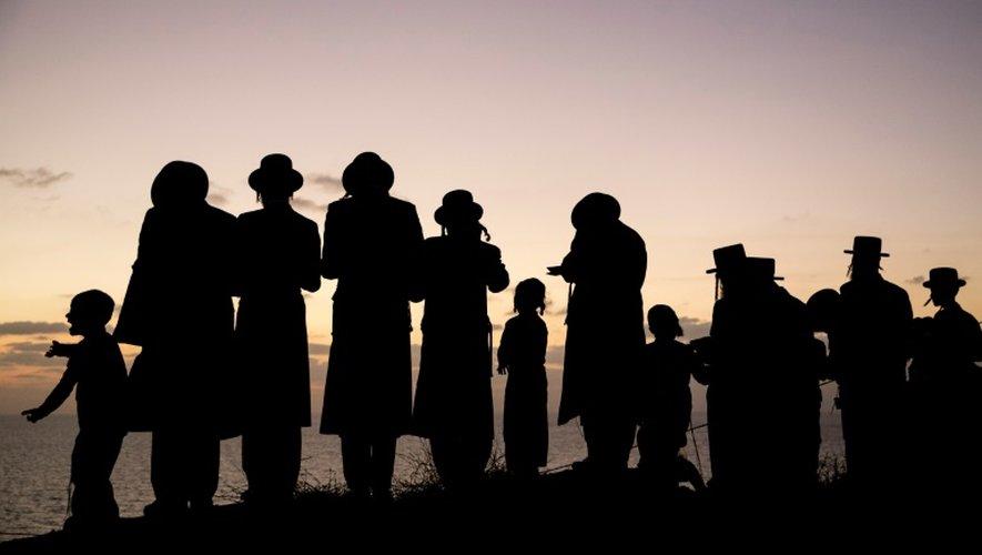 Des juifs orthodoxes prient le 10 octobre 2016 à Herzliya, près de Tel Aviv