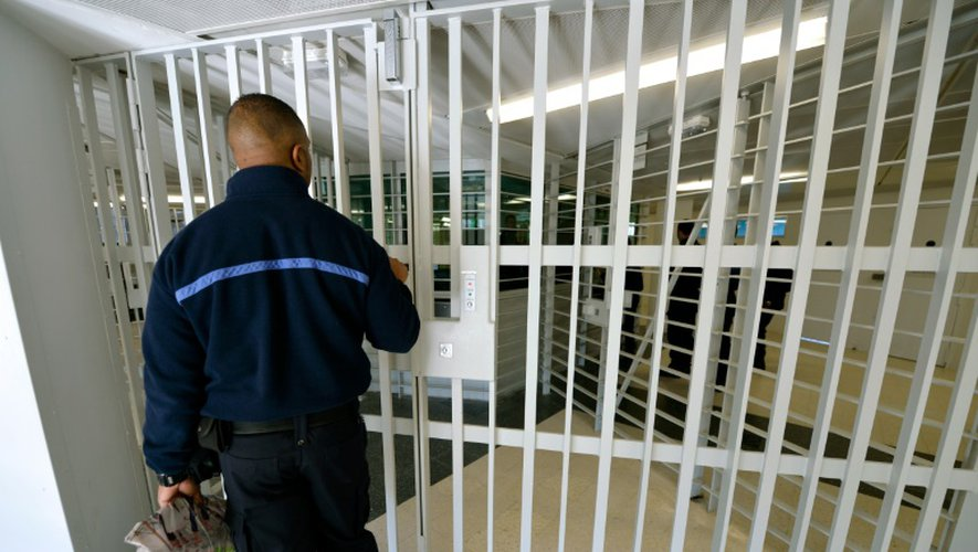 """Les prisons offrent un réservoir """"de jeunes hommes en colère"""" qui sont """"prêts à l'emploi"""""""