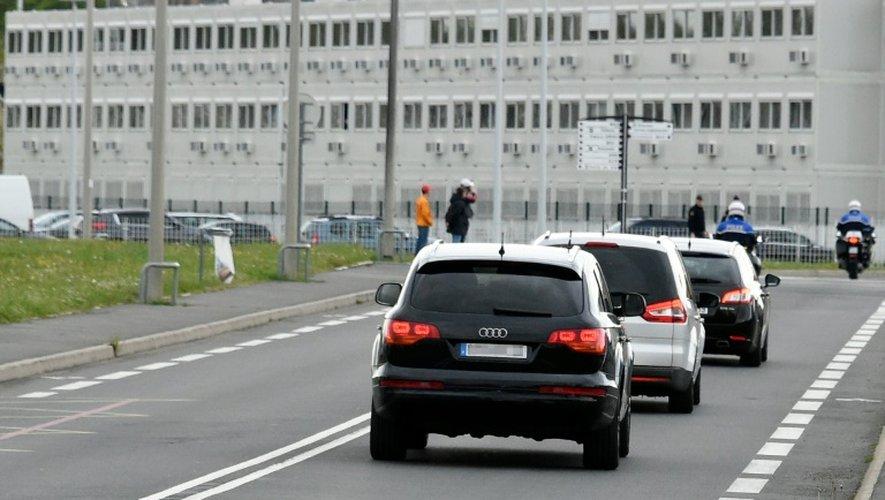 Le convoi transportant Salah Abdeslam à son arrivée le 27 avril 2016 à la prison de Fleury-Merogis