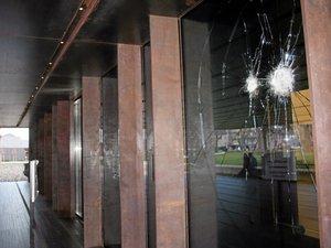 Vandalisme au musée Soulages : deux vigiles arrivent !