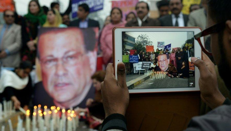 Hommage le 4 janvier 2016 à Lahore, au gouverneur de la province du Pendjab, Salmaan Taseer, assassiné en 2011