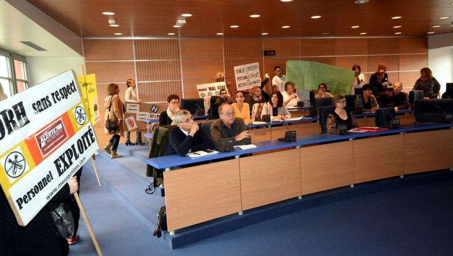 Une trentaine d'employés ont investi hier la réunion du conseil de surveillance.