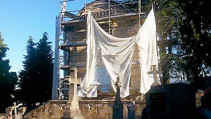 Même si l'échafaudage ne menace pas ruine, le chantier, même arrêté,reste toutefois interdit au public.