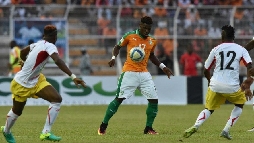 L'Ivoirien Serge Aurier (c) lors d'un match de qualification contre le Mali, le 8 octobre 2016 à Bouaké