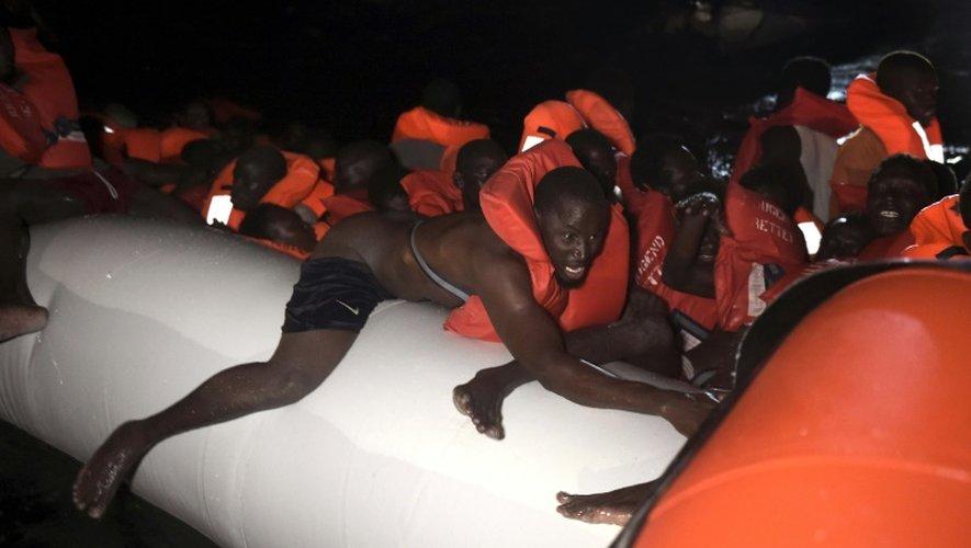 Des migrants secourus au large de la Libye, le 12 octobre 2016