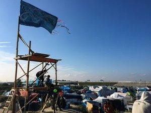 """Dans la """"Jungle"""" de Calais: """"vous savez quand on part?"""""""
