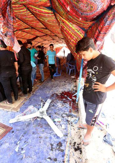 Un kamikaze s'est fait exploser dans cette tente dressée dans un quartier chiite de Bagdad, le 15 octobre 2016 à l'heure du déjeuner