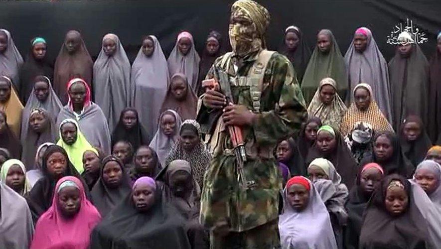 Capture d'écran d'une vidéo diffusée sur YouTube disant montrer les lycéennes enlevées à Chibok, au Nigeria