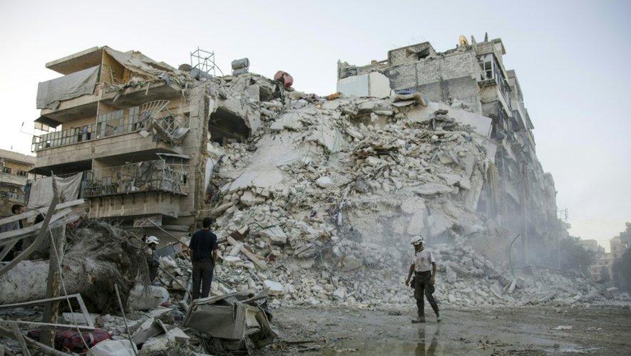 Un immeuble détruit par un raid aérien, le 17 octobre 2016 à Alep