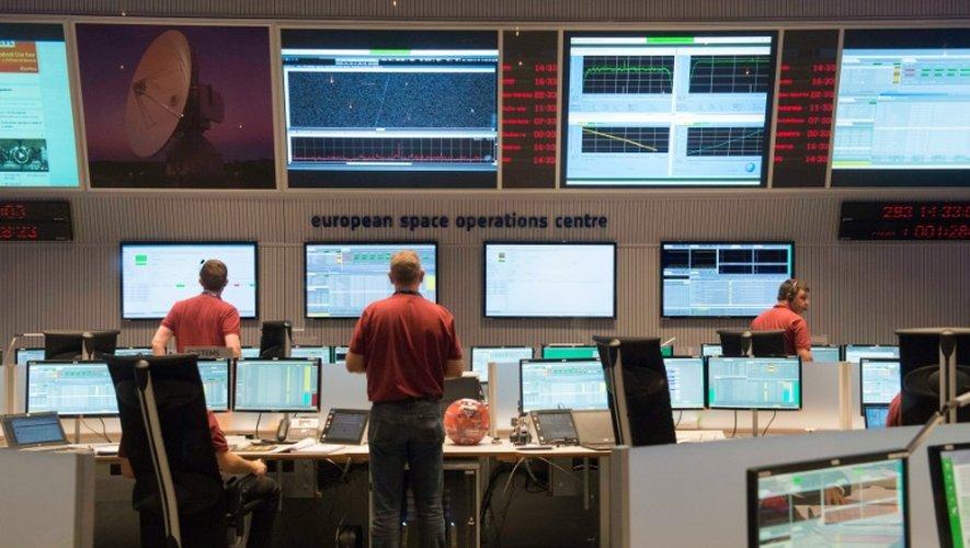 Dans la salle de contrôle de l'Agence spatiale européenne, le 19 octobre 2016 à Darmstadt en Allemagne
