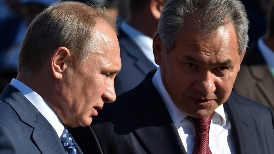 Le président Vladimir Poutine et le ministre russe de la Défense, Sergueï Choïgou, le 25 août 2015 à Moscou