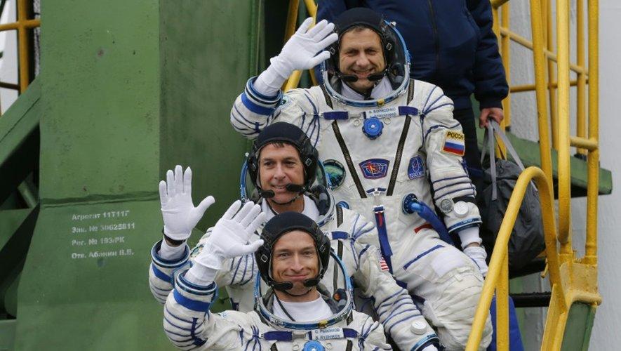 Les cosmonautes Russes Sergueï Ryjikov (bas) et Andreï Borissenko (haut) et l'Américain Shane Kimbrough embarquent à bord du Soyouz MS-02 le 19 octobre 2016, depuis le cosmodrome de Baïkonour au Kazakhstan