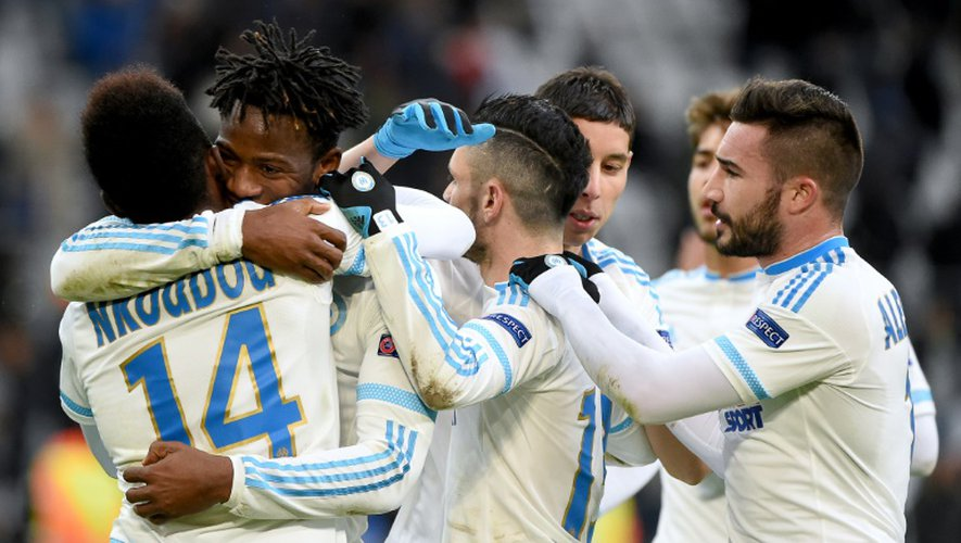 Les joueurs de Marseille célèbrent un but de Michy Batshuayi (2g) en Europa League contre Groningen, le 26 novembre 2015 au Stade Vélodrome