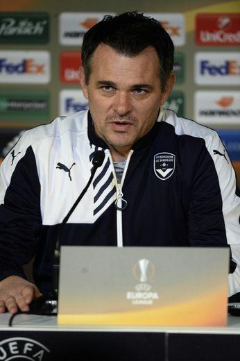 L'entraîneur de Bordeaux Willy Sagnol en conférence de presse veille du match de l'Europa League contre Rubin Kazan, le 9 décembre 2015 à Bordeaux