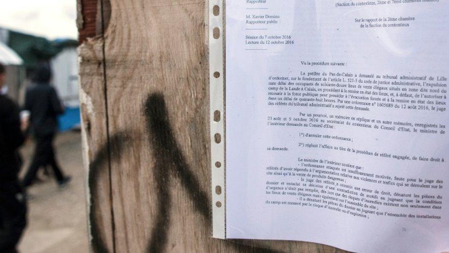 """La préfète du Pas-de-Calais, Fabienne Buccio, """"a pris vendredi un arrêté d'expulsion"""" de tous les occupants du camp de la Lande (nom officiel de la """"Jungle""""), donnant """"72 heures"""" aux """"occupants sans droit ni titre"""" du camp pour """"quitter"""" les lieux"""