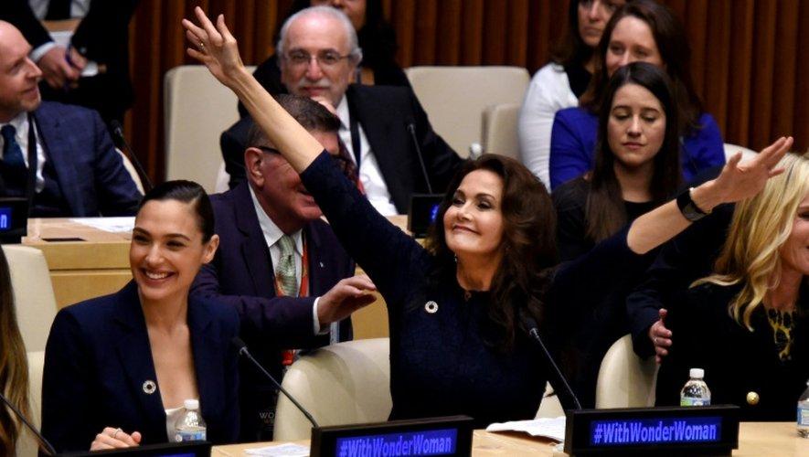 Les actrices Gal Gadot (g) et Lynda Carter, le 21 octobre à l'ONU à New York