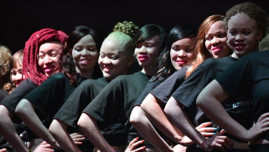 Des participantes albinos à l'élection des premiers Miss et Mister Albinisme Kenya, le 21 octobre 2016 à Nairobi