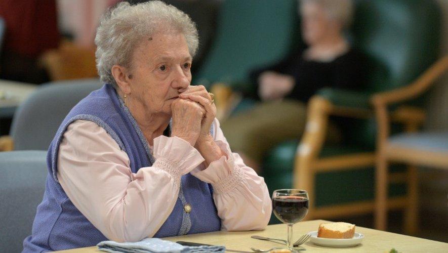 Une patiente atteinte de la maladie d'Alzheimer à Saint-Quirin, dans l'est, le 18 octobre 2016