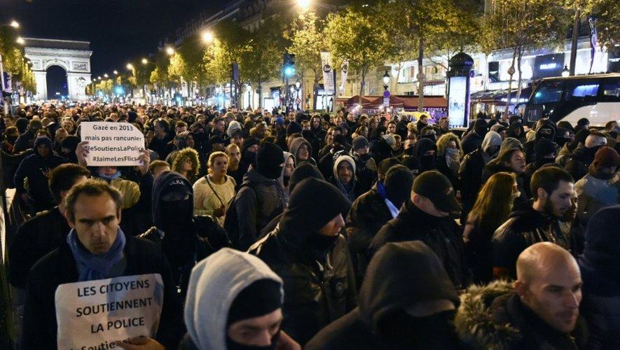 Des policiers rassemblés à Paris le 20 octobre 2016 pour dénoncer leurs conditions de travail