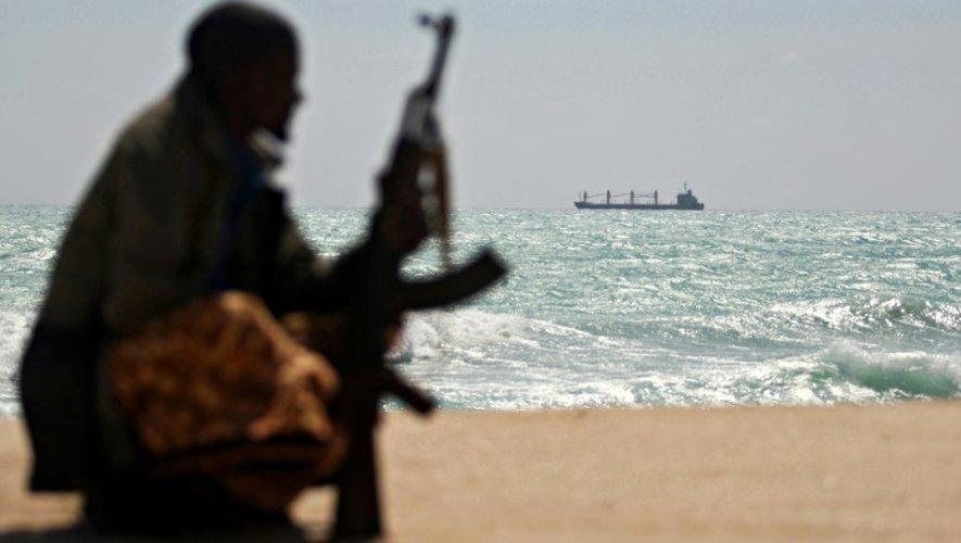Des pirates somaliens ont libéré 26 otages asiatiques détenus depuis près de cinq ans après que leur bateau de pêche eut été l'objet d'une attaque des pirates
