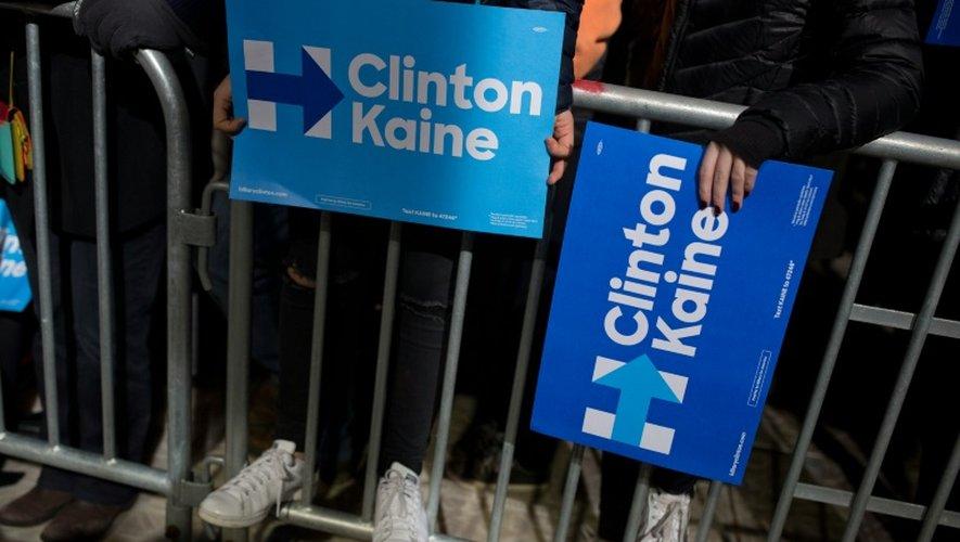 Des partisans d'Hillary Clinton et de son colistier Tim Kaine, lors d'un meeting à Philadelphie, le 22 octobre 2016
