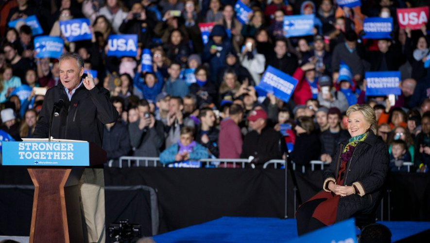 Hillary Clinton et Tim Kaine, lors d'un meeting commun à Philadelphie, le 22 octobre 2016