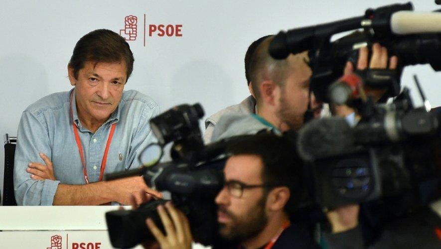Le président du comité fédéral du Parti socialiste ouvrier d'Espagne (PSOE), Javier Fernandez, lors d'une réunion extraordinaire du parti, le 23 octobre 2016 à Madrid