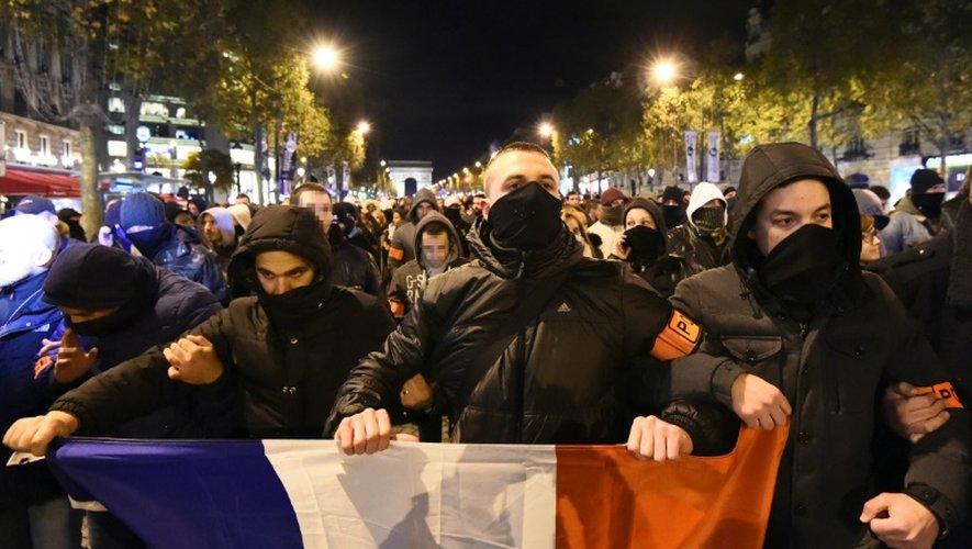Manifestation de policiers le 20 octobre 2016 sur les Champs Elysées à Paris