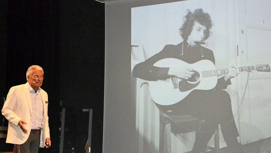 Le photographe a fait partager dans son spectacle « Flashback », samedi soir dans la salle 7-77.