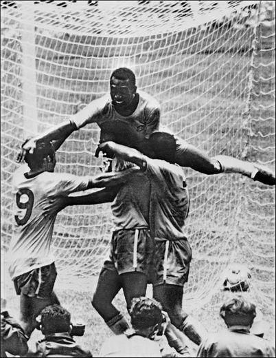 Pelé (en haut), Tostao, Carlos Alberto et Jairzinho lors de la finale du Mondial-1970 Brésil-Italie, le 21 juin 1970 à Mexico City