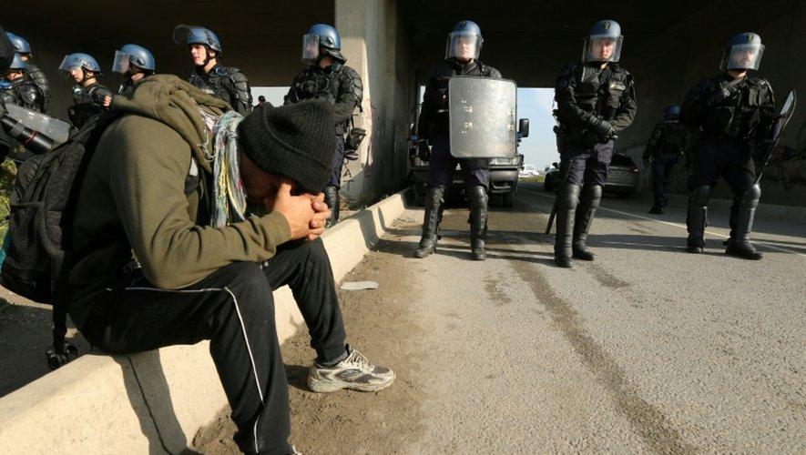 """Les forces de l'ordre dans la """"Jungle"""" de Calais, le 26 octobre 2016"""