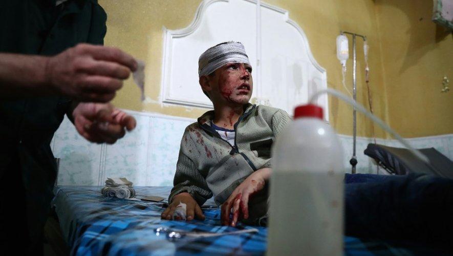 Un garçon syrien blessé à Douma, le 26 octobre 2016