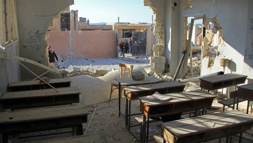 Dégâts dans une école du village de Hass, dans la province syrienne d'Idleb après un bombardement le 26 octobre 2016
