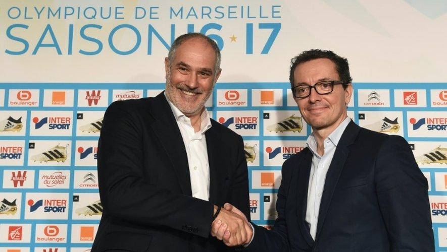 Le nouveau directeur sportif de l'OM Andoni Zubizarreta avec le président Jacques-Henri Eyraud, le 27 octobre 2016 à Marseille