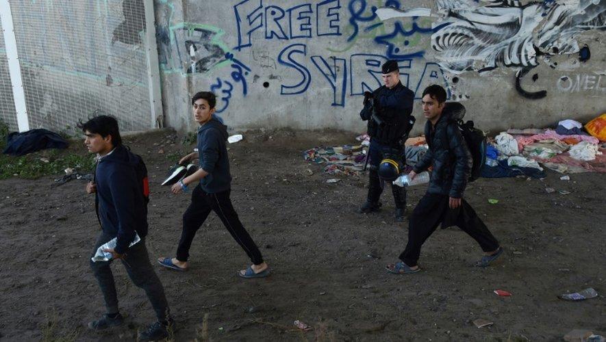 """Des migrants quittent la """"Jungle"""" de Calais, le 27 octobre 2016"""