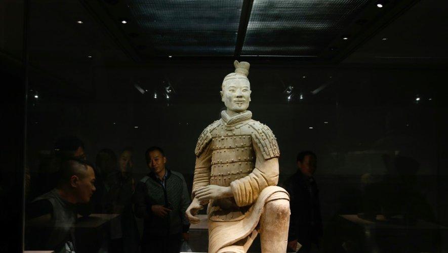 Un guerrier en terre cuite, symbole pour les Chinois de leur culture millénaire, exposé à Xian, dans le nord de la Chine, le 21 octobre 2016