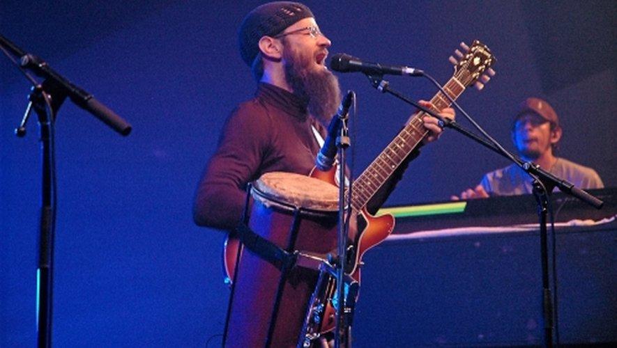 Harrison Stafford, le chanteur californien des Groundation revient sur la scène du Roots'Ergue. Mais, cette fois, avec les musiciens jamaïcains de The Professor Crew.